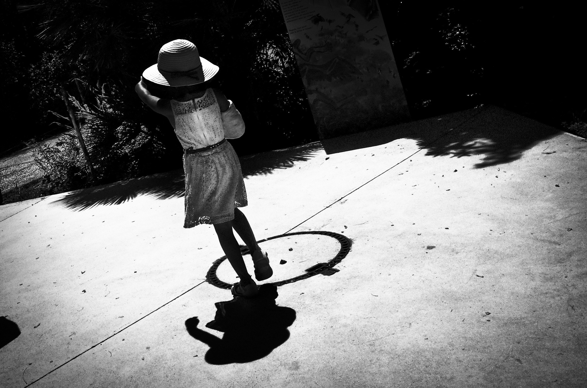 Little girl playing on a very hot summer day at the Zoo of Vincennes - Paris.